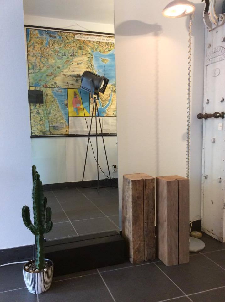 Intter, spiegel, mirror, staande spiegel, massief houten blok, eik, zwart, geolied, spiegels op maat