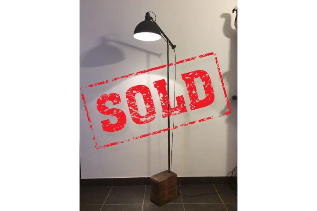 staande lamp, verlichting, op maat gemaakt, gerecycleerd metaal, gerecycleerd hout, recycle art, handgemaakt, Kap lamp