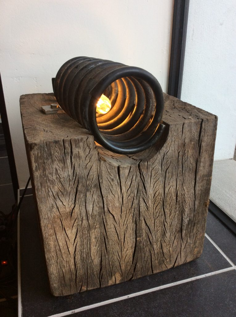 verlichting, led, spiraal, spiraalveer, lamp, light, gerecycleerde materialen, gerecycleerd hout, recycled materials, design, recycleart, recycle design, uniek ontwerp