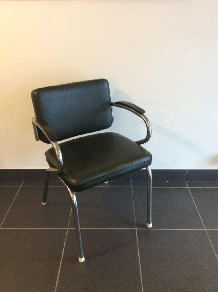 Intter, bureaustoel, ziekenhuisstoel, vintage, retro, kunstleder, Gispen, sledestoel, verchroomd, groen, rood, armleggers, bureau, kantoor, inrichting