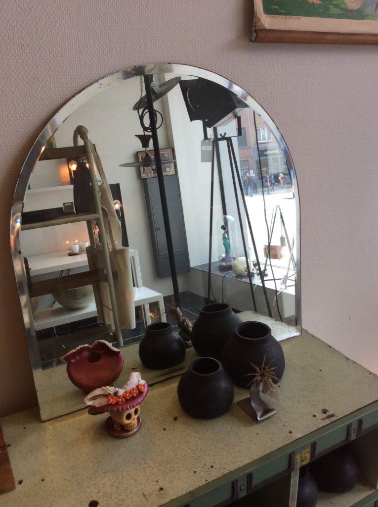 Intter, spiegel, oude spiegel, gerecupereerd, decoratie, inrichting, mirror, reflection, inkomhal, badkamer