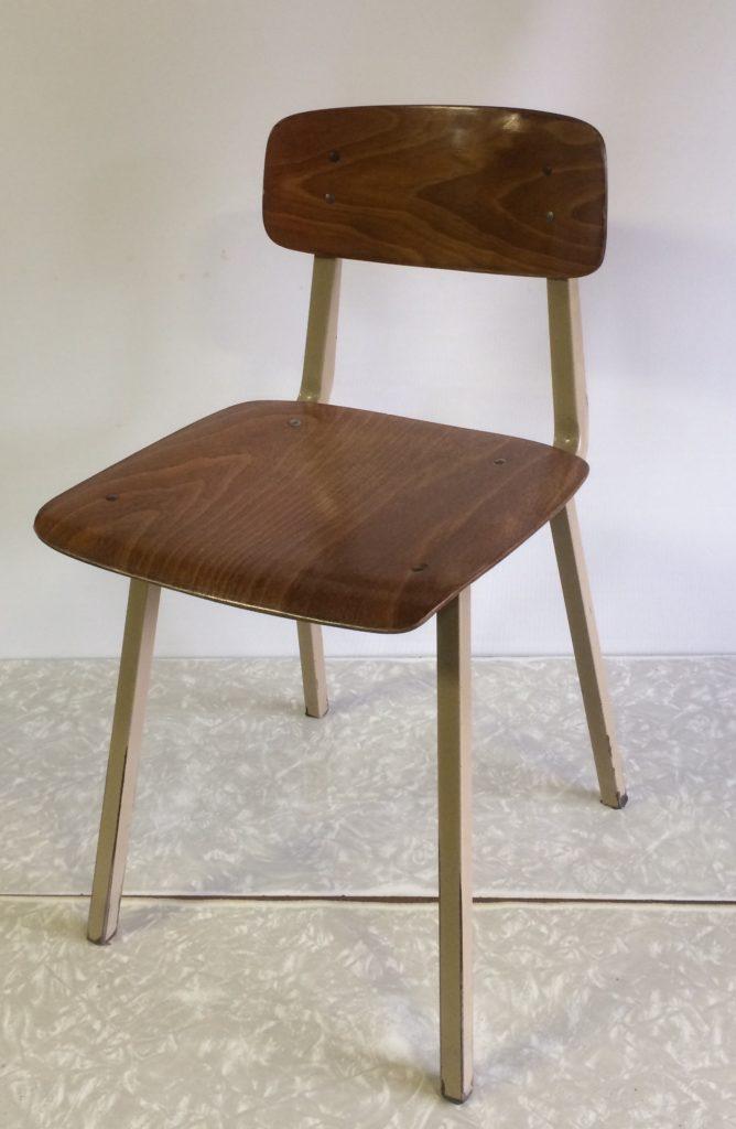 stoel  zithoogte 42,5cm - 2 stuks    €25/stuk STOELENACTIE €20/stuk