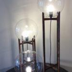 lamp gemaakt van gerecycleerde materialen, gerecycled glas, glazen bol, gerecycleerd metaal, gelast onderstel, op maat gemaakte verlichting