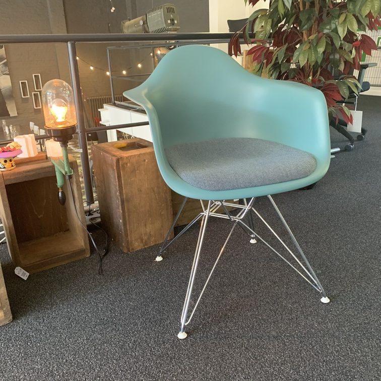 DAR Eames Plastic Armchair - Vitra